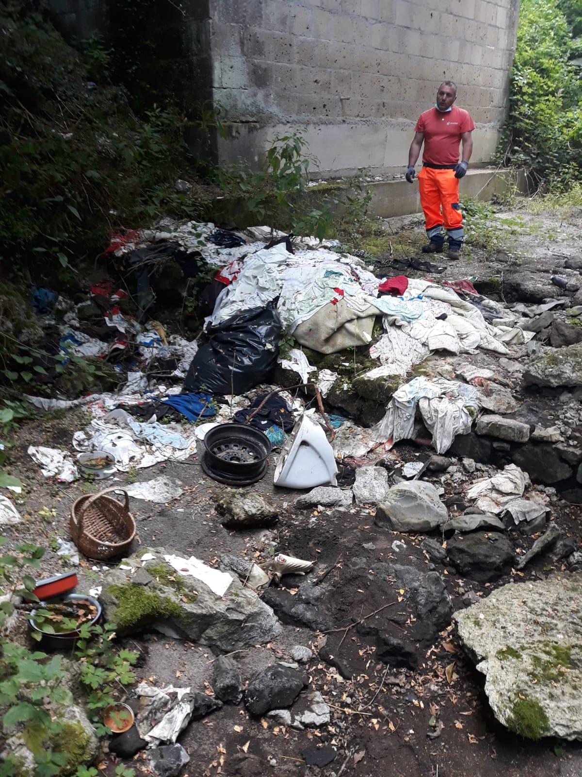 Sorano: ripulita tutta l'area dei fossi dell'Acqua Turchina e della Palombaia. Raccolti oltre sei quintali di rifiuti abbandonati